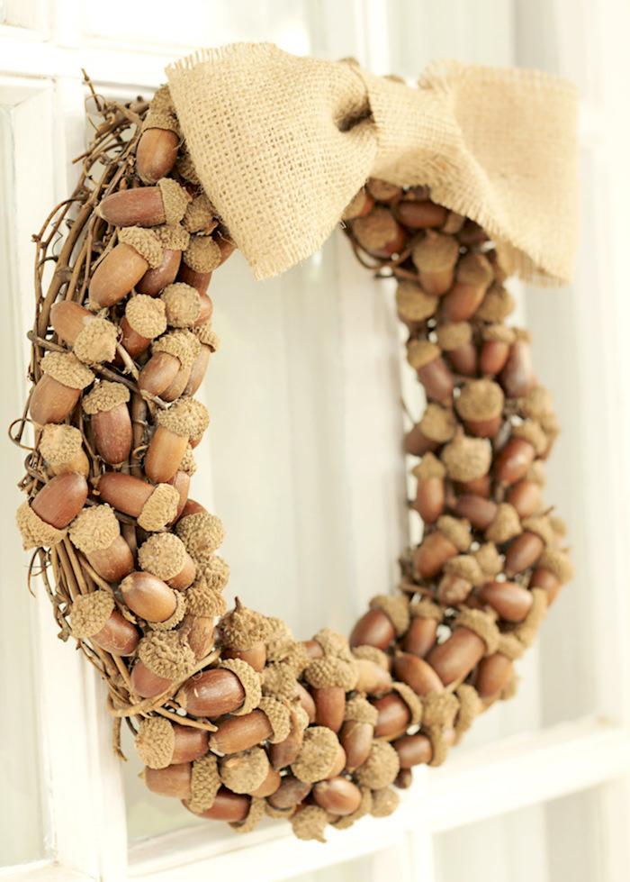 Autumn wreaths - DIY rustic acorn wreath