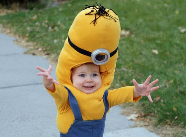 Halloween was my favorite holiday when I was little! This collection of 20 kids Halloween costumes are so cute, you'll just have to make one.