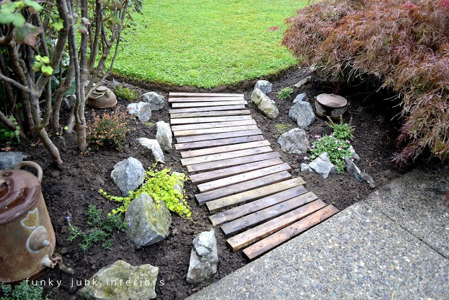 pallet wood DIY garden walkway