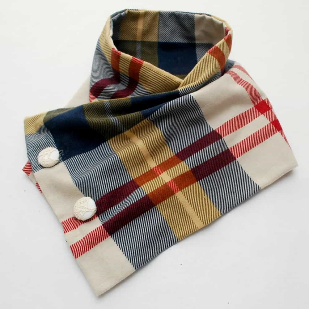 Sew a scarf from a pillowcase