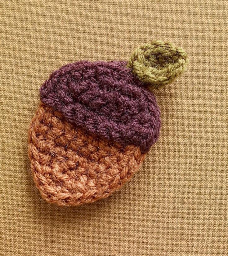 Crochet Pattern Acorn Brooch L0715 a