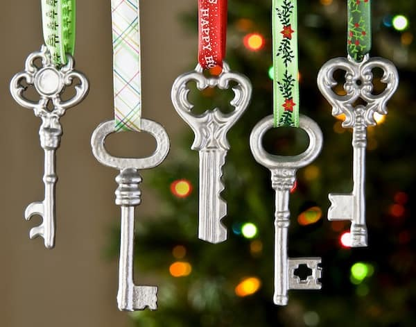 Easy metallic key homemade Christmas ornaments using supplies from the craft store - they cost just $1 to make and a little spray paint!