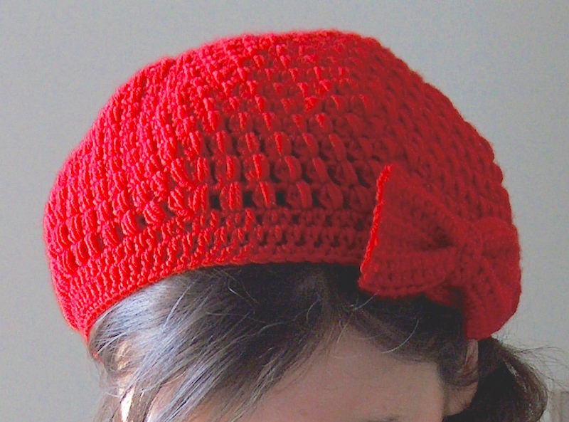 Puff stitch beret with bow free crochet pattern