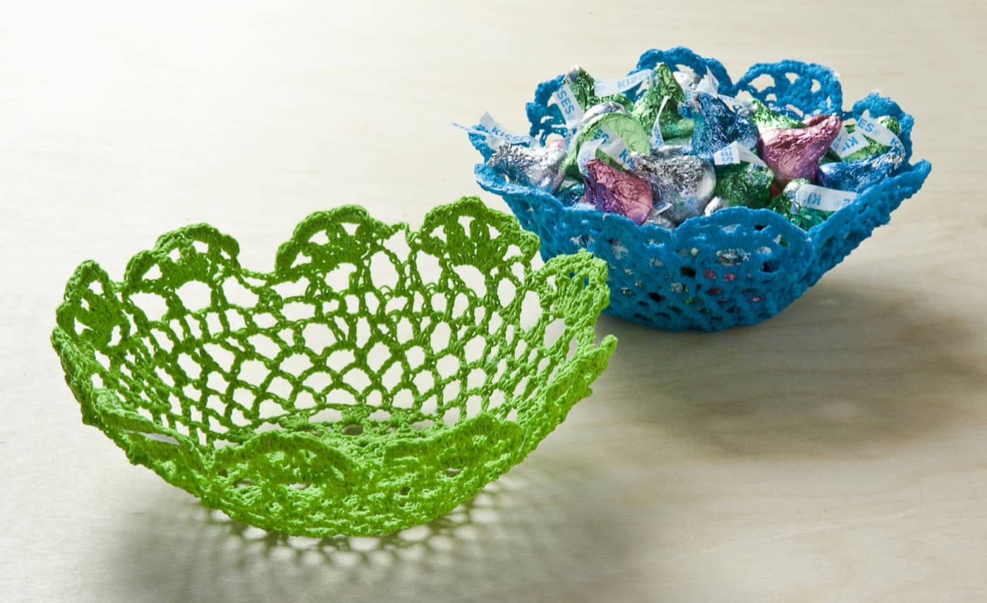 If you want to learn to make bowls, this tutorial will show you how to do it using doilies from the dollar bin and Mod Podge Stiffy.