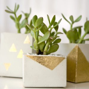 Have you been tempted to try a concrete DIY project? Here are 16 inspirational ideas for home decor that you need to try!