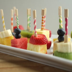 These fruit kabobs are so easy to make, and you'll also get a delicious dip recipe - AND learn how to make washi tape toothpicks!