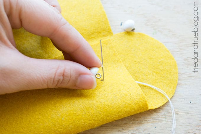 Easy Pencil Case - Sew buttons