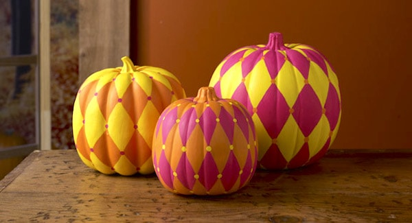 These awesome harlequin painted pumpkins are so easy to make - the perfect last minute DIY project for your Halloween or Thanksgiving decor.