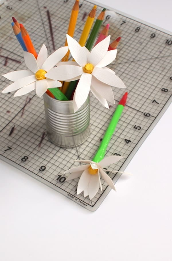 DIY flower pens made with duct tape in a metal can