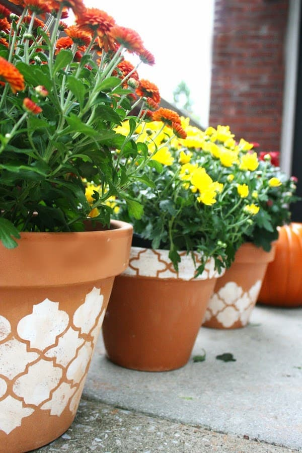 Gorgeous clay pots stenciled for fall