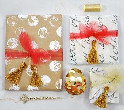 Make fun metallic gift toppers using gold tinsel pipe cleaners!