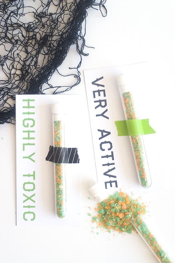 Science test tubes are just the right amount of spooky for these easy Halloween party favors! Add a free printable for some festive fun.