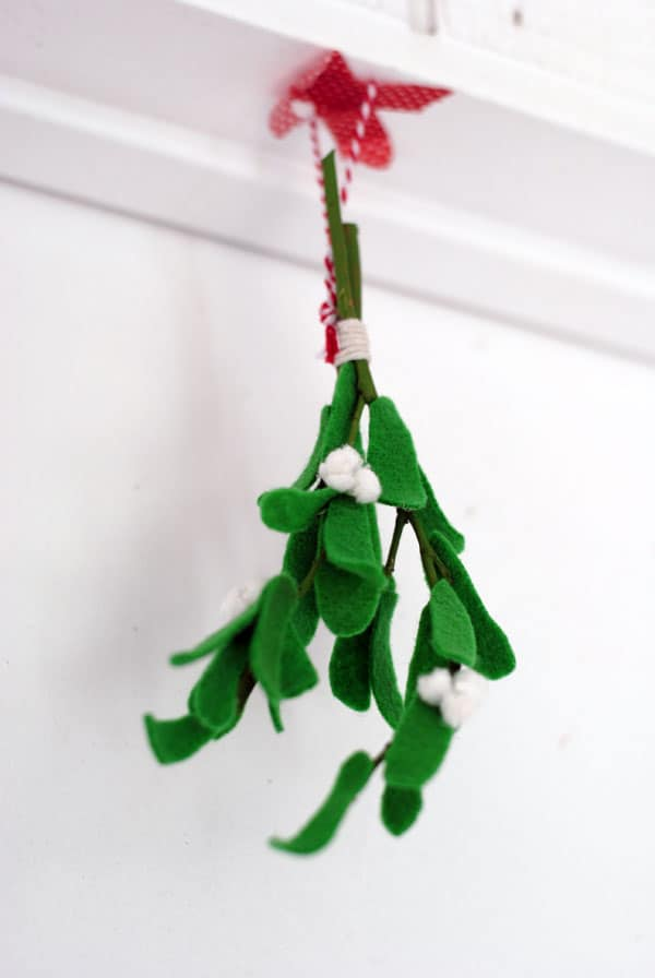 How To Make Felt Mistletoe Diycandy Com