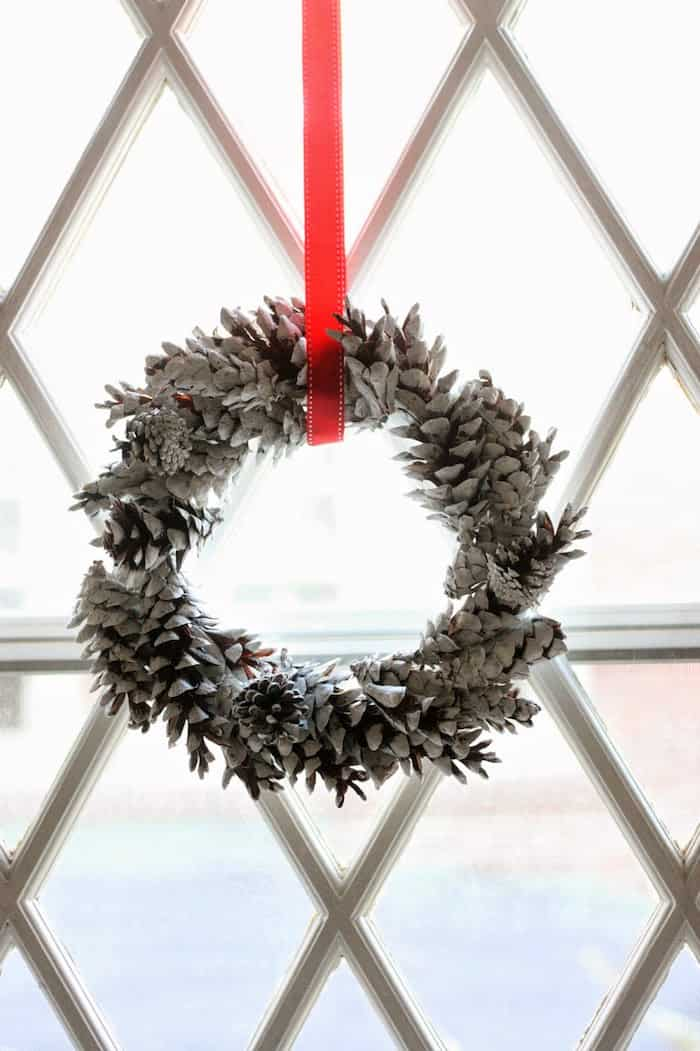 How To Make A Pinecone Wreath For Pennies Diy Candy
