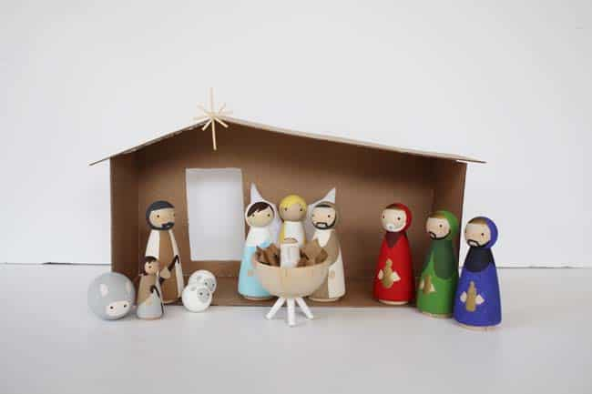 How to make a wooden diy nativity set diy candy this diy nativity set with wood peg dolls is budget friendly and not too kitschy solutioingenieria Image collections