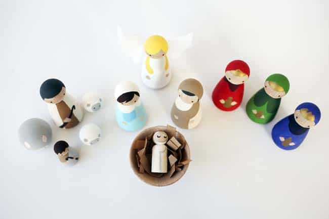 this diy nativity set with wood peg dolls is budget friendly and not too kitschy - Wooden Nativity Set