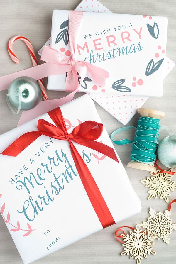 Have you started wrapping presents yet? This free printable 11 x 17 Christmas gift wrap is so cute and modern! Perfect for smaller gifts.