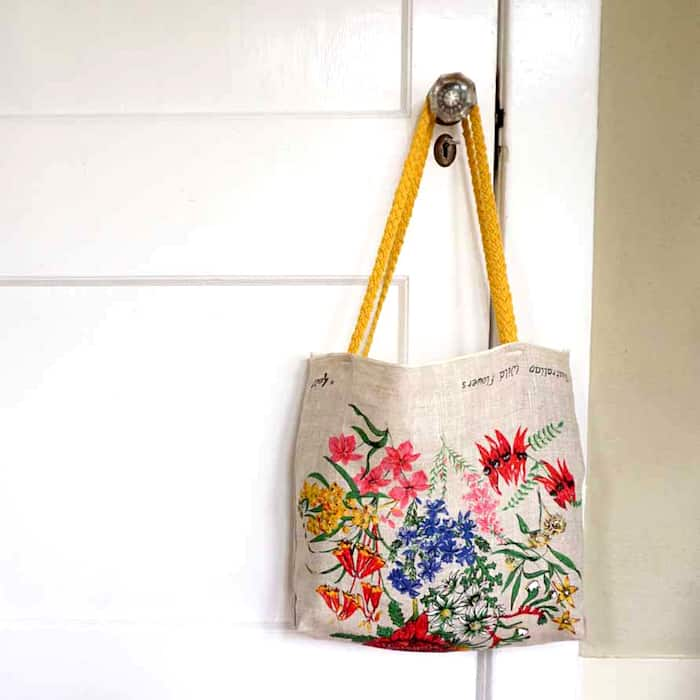 Sew a grocery bag from a tea towel
