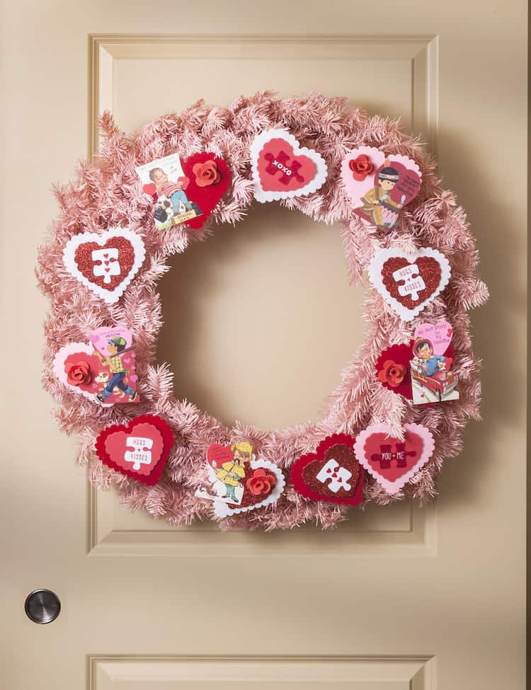 Use vintage valentines, a few supplies, and a pink form to make this unique valentine wreath in 15 minutes. SO easy!