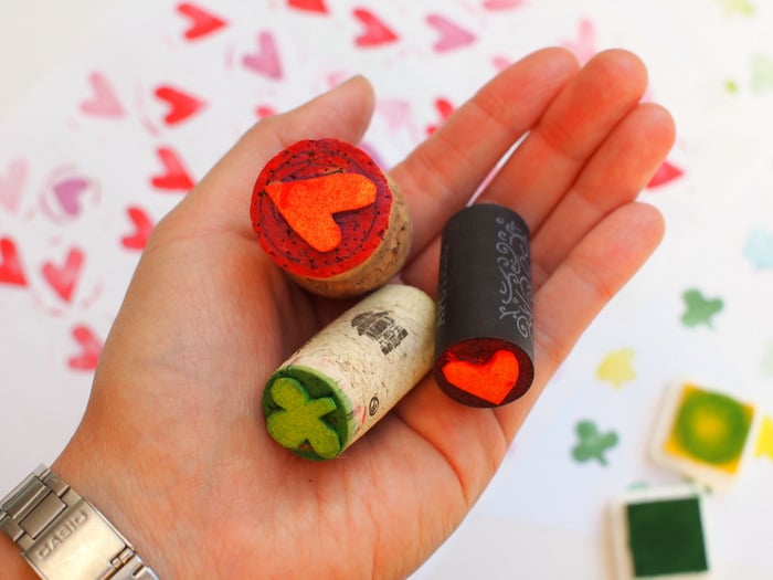 Instead of purchasing stamps at the store, saved a couple of bucks and make your own from wine corks. This is a fun project to make with kids!