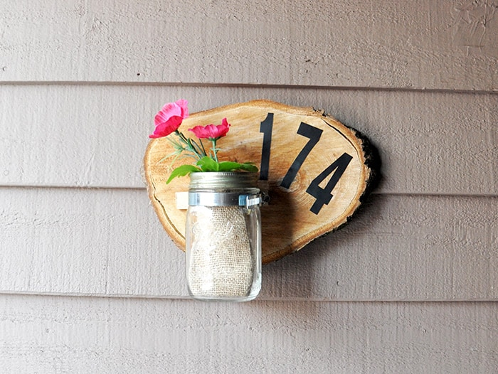 Learn how to make a unique DIY house number plaque from a wood slice - this is such a great home decor project, and on a budget! This address plaque adds a nice touch to your rustic or farmhouse decor.
