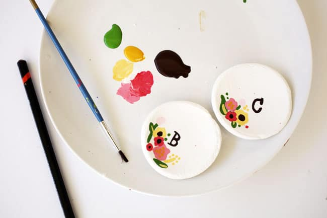 painting-floral-pattern-on-ring-dish