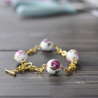 Rose-printed beads are perfect for a gorgeous DIY bracelet for spring. Make this for yourself or as a beautiful gift for a friend!