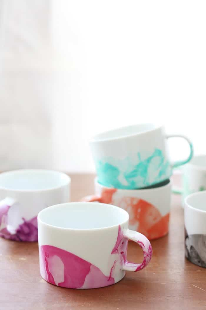 DIY Marbled Mugs with Nail Polish diycandycom