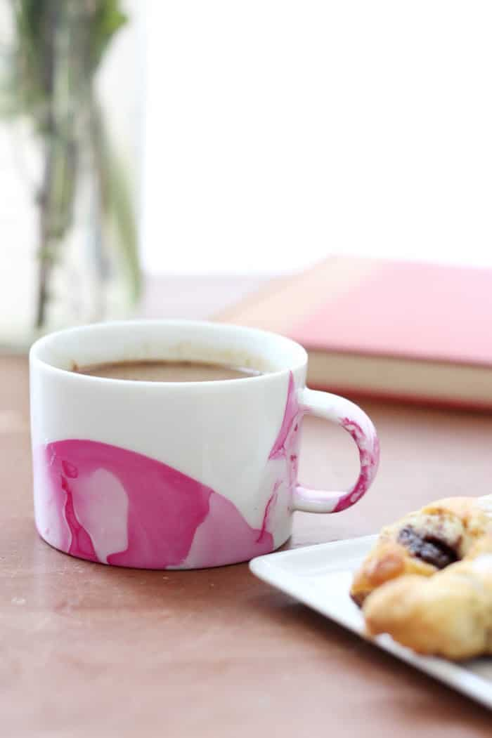 Diy marbled mugs with nail polish with video diy candy diy mug made with nail polish solutioingenieria Image collections