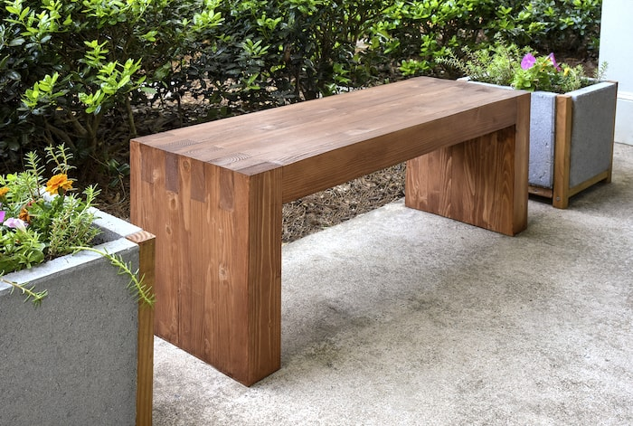 Williams Sonoma inspired DIY outdoor bench - diycandy.com