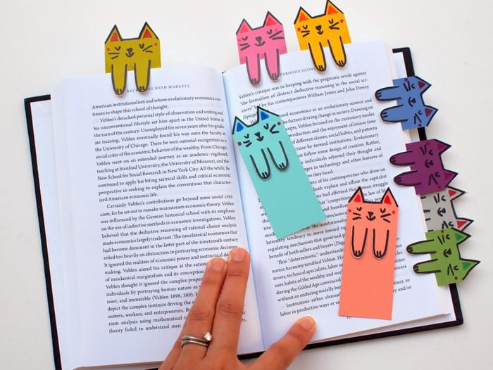 How to make a cat bookmark