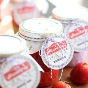 DIY Strawberry Freezer Jam with Printable Lab...
