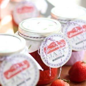 DIY Strawberry Freezer Jam with Printable Lab...