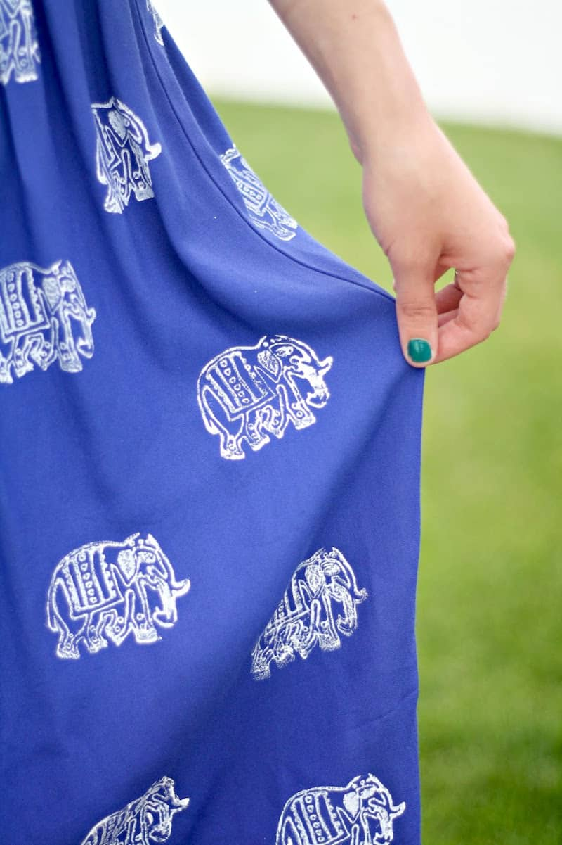 Follow this simple DIY stamped skirt tutorial to give new life to some of your old clothes! It's so easy and you'll have a new look in minutes.