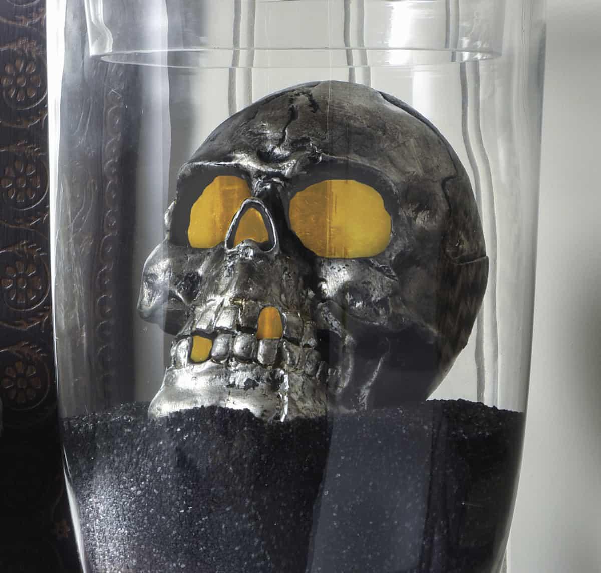 DIY Halloween Spooky Skull Display