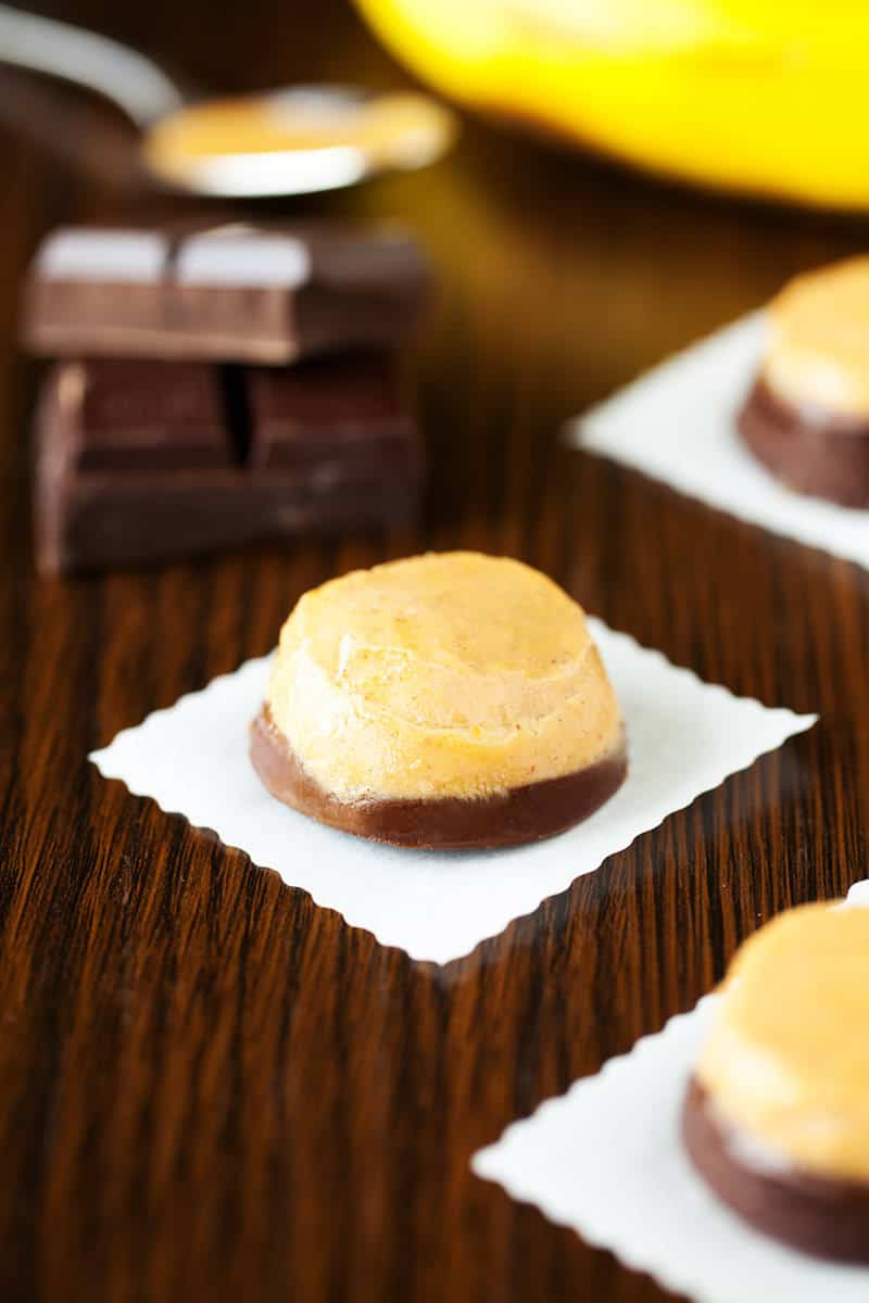 Frozen Chocolate Covered Bananas Poppers - diycandy.com