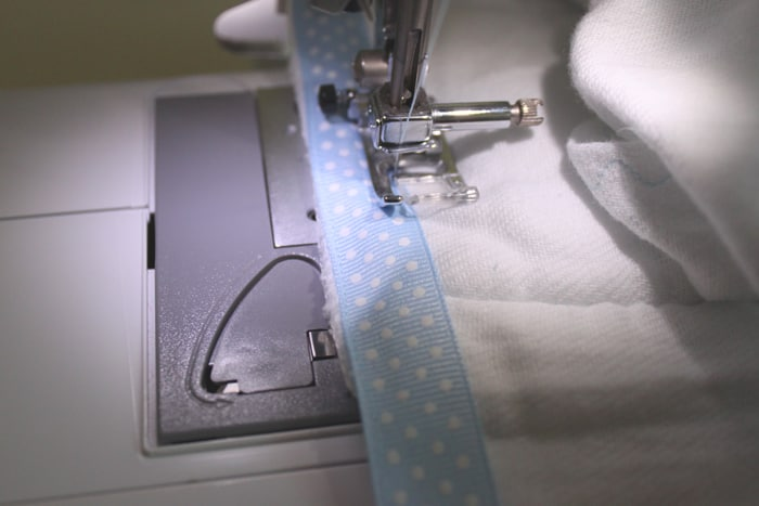 ribbon-burp-cloth-tutorial-a004