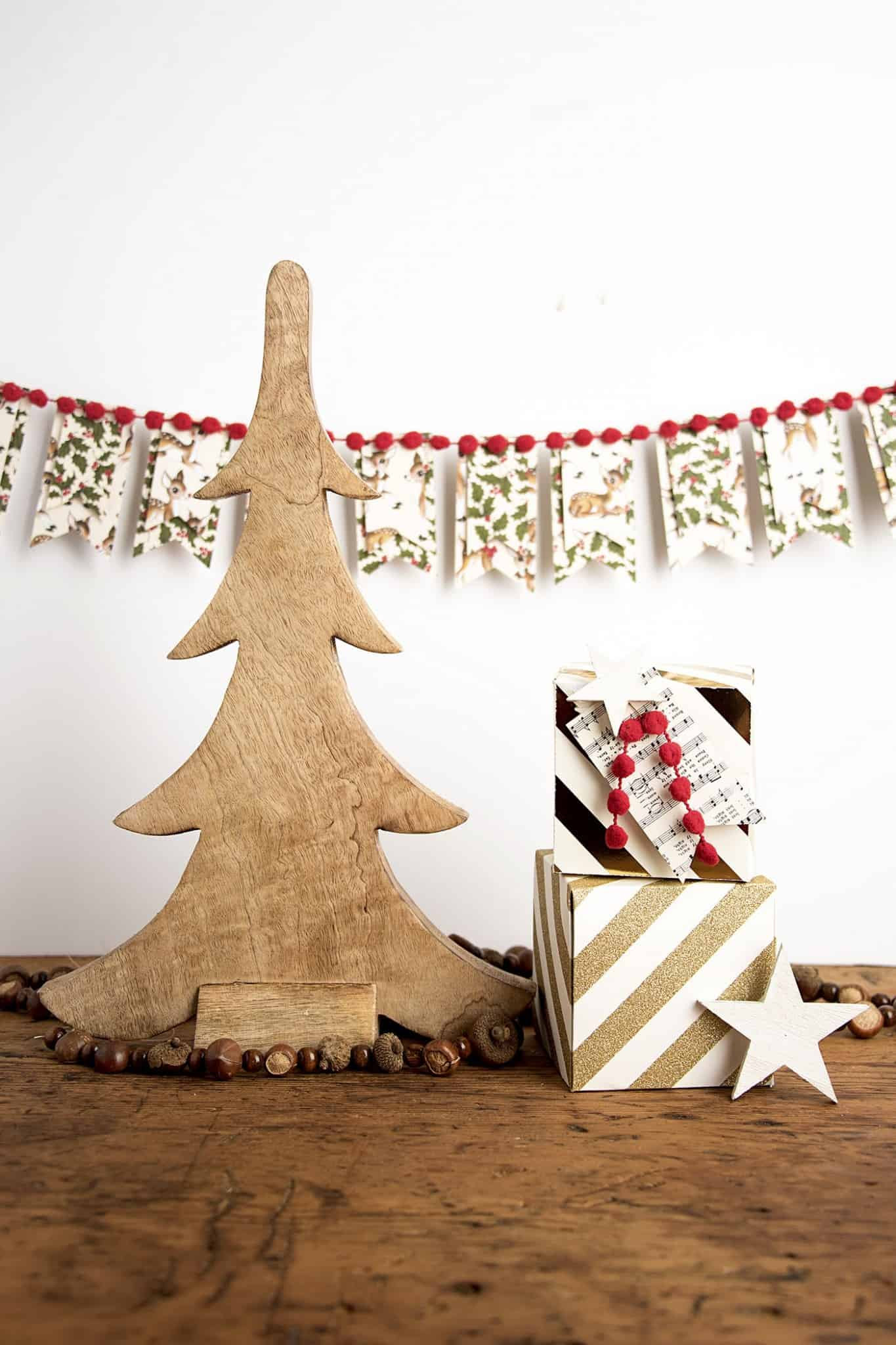Add a little vintage holiday flair to your decorating with this easy DIY Christmas banner - all you need are a few simple supplies!