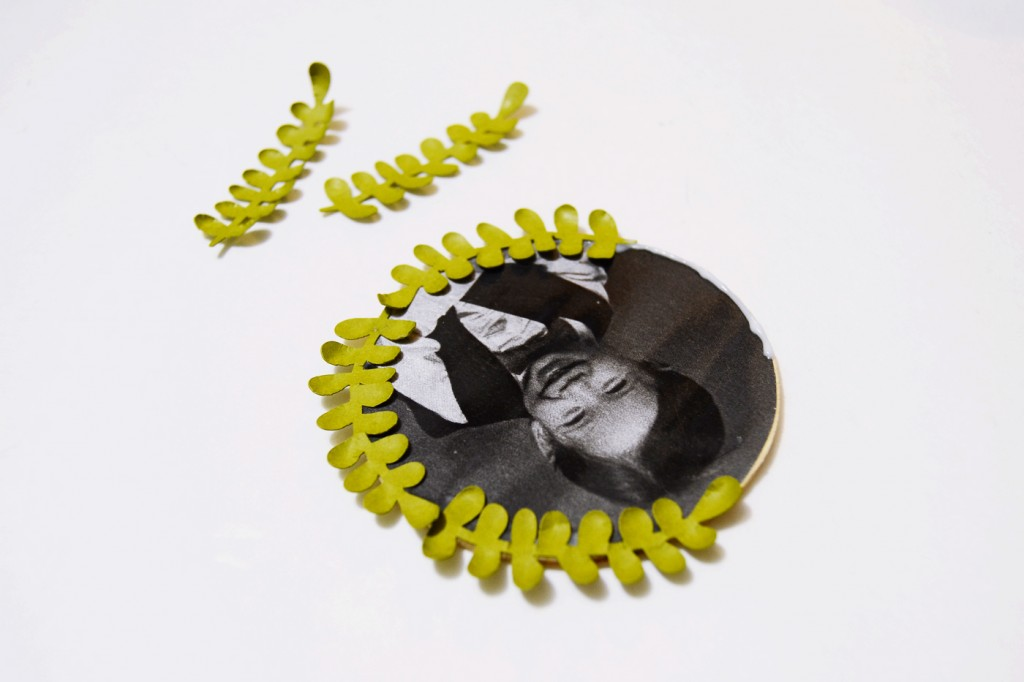 diy-mini-wreath-photo-ornament-7