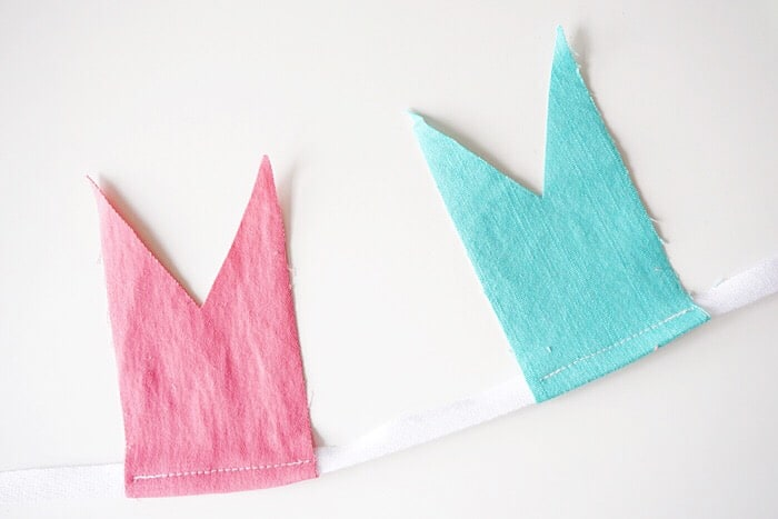 If you have denim scraps left over, it's easy to turn them into a DIY bunting! Perfect for a party or for little girls' room decor.
