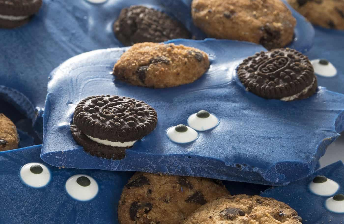 Are you a fan of Cookie Monster? Make this delicious candy bark loaded with chocolate chip cookies and Oreos. SO easy and fun for parties. Only 3 or 4 ingredients!