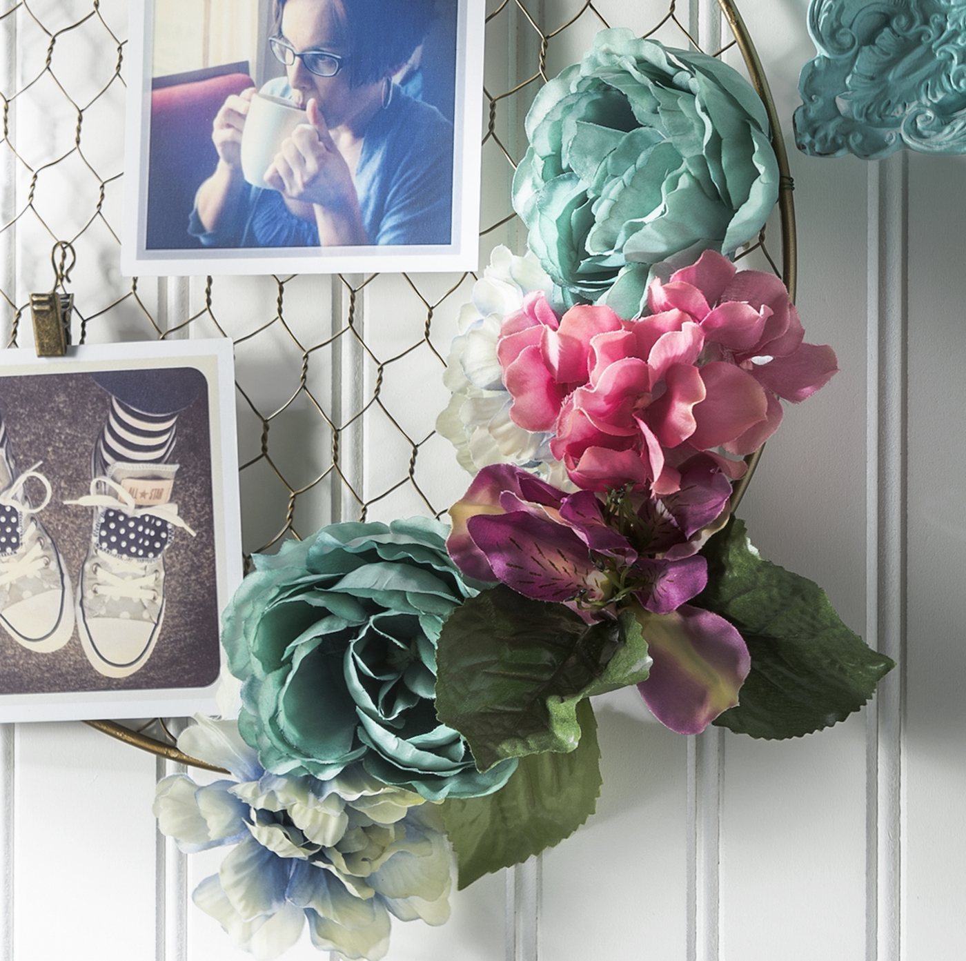 Pretty DIY Floral Hanging Frame - DIY Candy