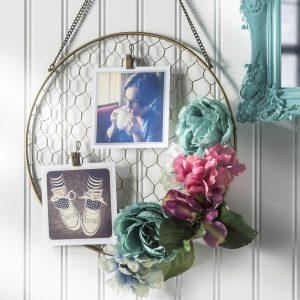 Pretty DIY Floral Hanging Frame