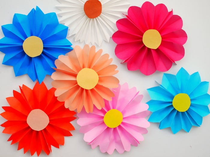 How to make paper flowers the easiest way diy candy these accordion paper flowers are so easy to make that even a child can do it mightylinksfo