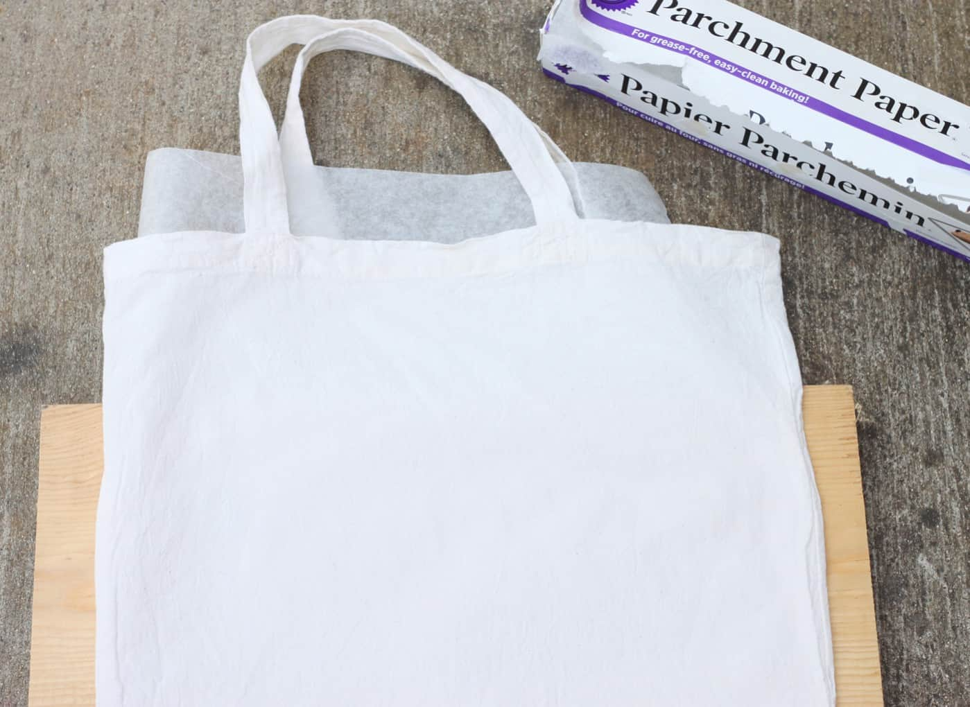 Place a piece of wax paper between two layers of a tote