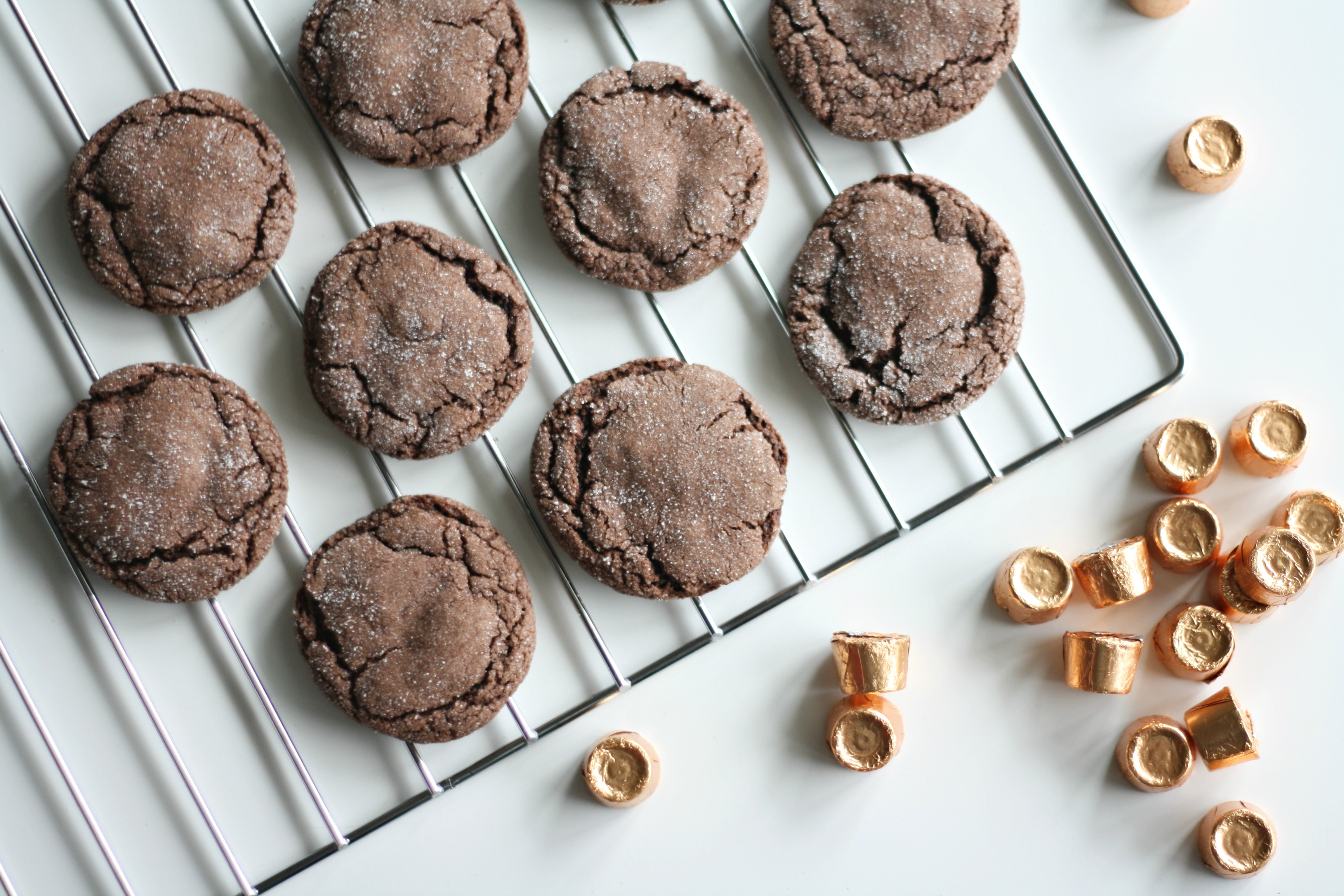 Follow this simple recipe (only requires five ingredients!) to make the most delicious chocolatey and gooey Rolo cookies!