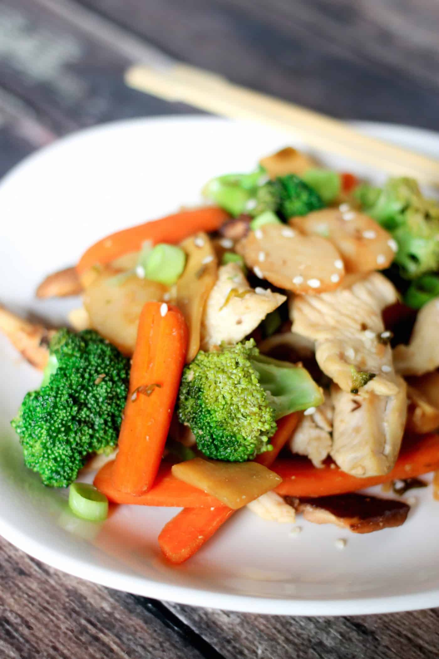 Healthy stir fry recipe with chicken and vegetables