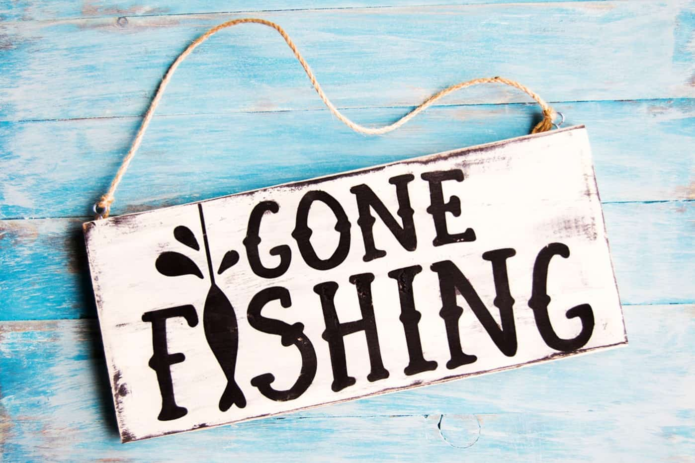 DIY Gone Fishing Sign