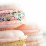These amazing macaron recipe not only tastes good but it looks good, too! You're going to love these tasty strawberry treats - perfect for parties.