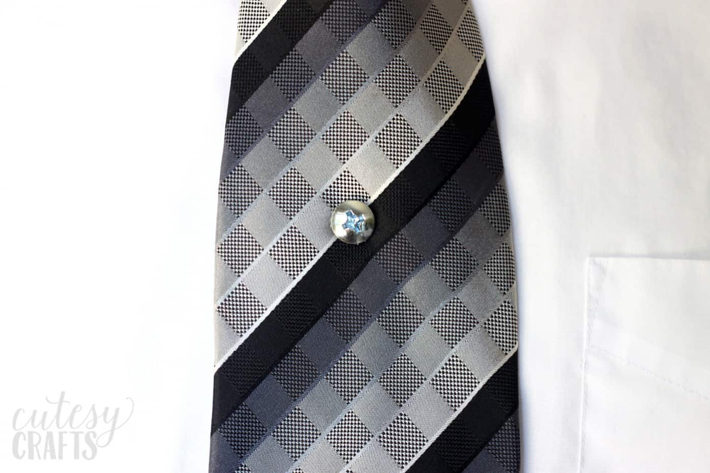 Turn a screw into the coolest tie tack ever - it's easy! Great for any guy that wants to make a statement. This is the perfect gift for Father's Day.